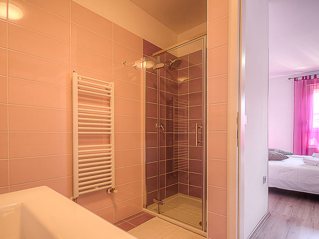 Villa lovre ferienhaus in labin mieten for Dusche fur pool