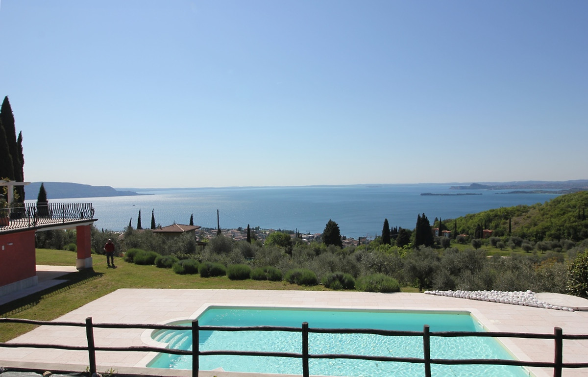 Seeblick haus mit pool ferienhaus in toscolano maderno for Haus mit pool mieten
