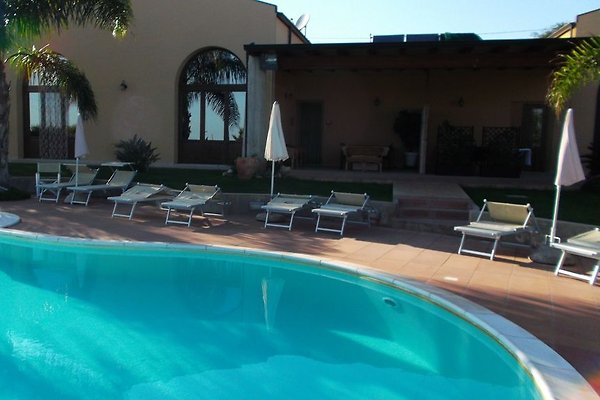 Noe arc swimming pool holiday flat in sampieri - Arc swimming pool ...