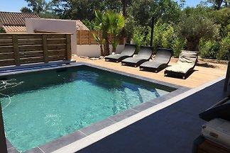 freistehende Villa mit beheiztem Pool, komfortabel, voll klimatisierte, Gasgrill, Wi-Fi, qualitativ hochwertigen Service.    Ruhig, in einer natürlichen Umgebung