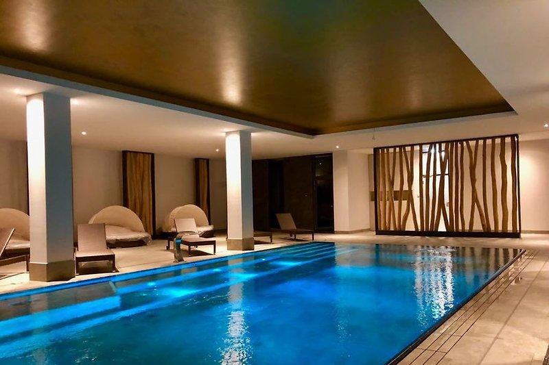 600 qm Pool-Wellnessbereich