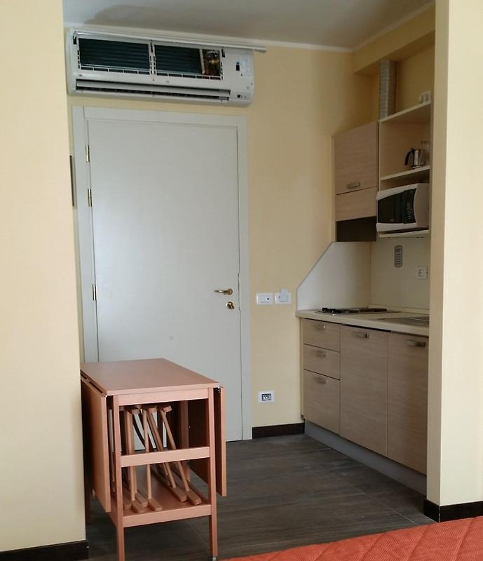 kleine wohnung mit balkon ferienhaus in tortoreto mieten. Black Bedroom Furniture Sets. Home Design Ideas