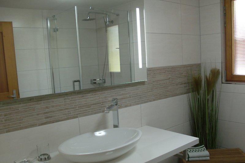 neues Badezimmer mit Fußbodenheizung