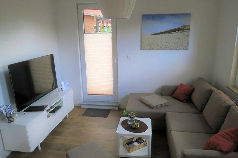 Wohnzimmer mit TV und DVD
