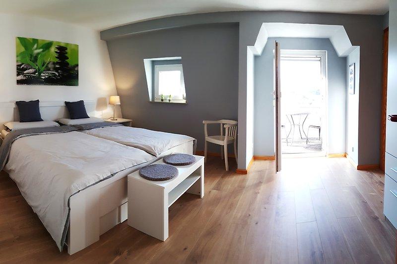 Schlafzimmer mit Moselblick und kl Balkon