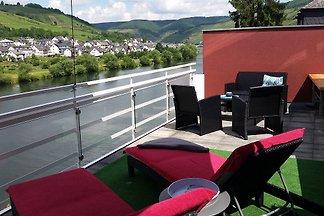 Ferienwohnung Mosellounge mit großem Balkon (20 qm) und Panorama- Blick auf die Mosel.