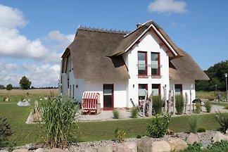 Ferienhaus unter Reet mit 155m² u. ² Grundstücksfläche, ruhige naturbelassene Gegend, 4 Schlafzimmer für 8 Personen, gehobene, familienfreundliche Ausstattung, fin. Sauna