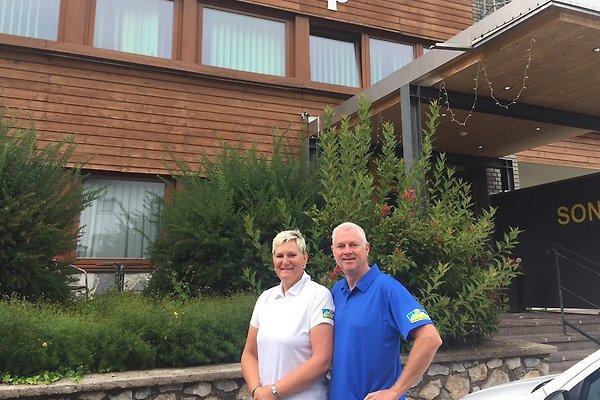 """<span style=""""font-size:smaller;"""">Compañía Sonnenalp Appartements</span><br> Sig.ra"""