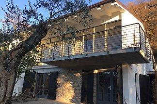 Sehr schöne Villa in perfekter Lage im Oliven-Park
