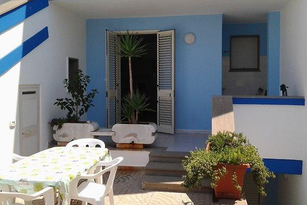 maison blanche et bleu à Santa Maria di Leuca - Image 1