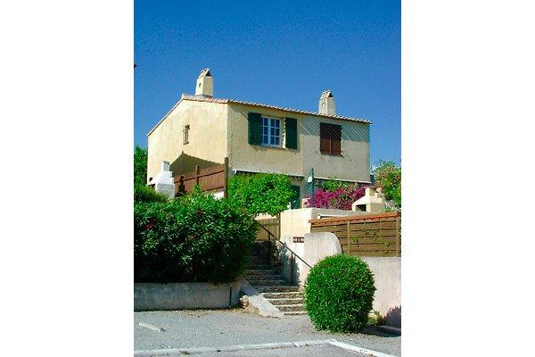 Huis in Golfe de Saint Tropez in Cogolin - Bild 1