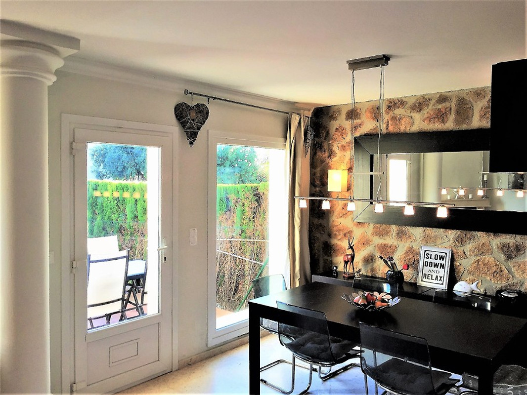 villa am strand mit gratis wlan ferienhaus in oliva mieten. Black Bedroom Furniture Sets. Home Design Ideas