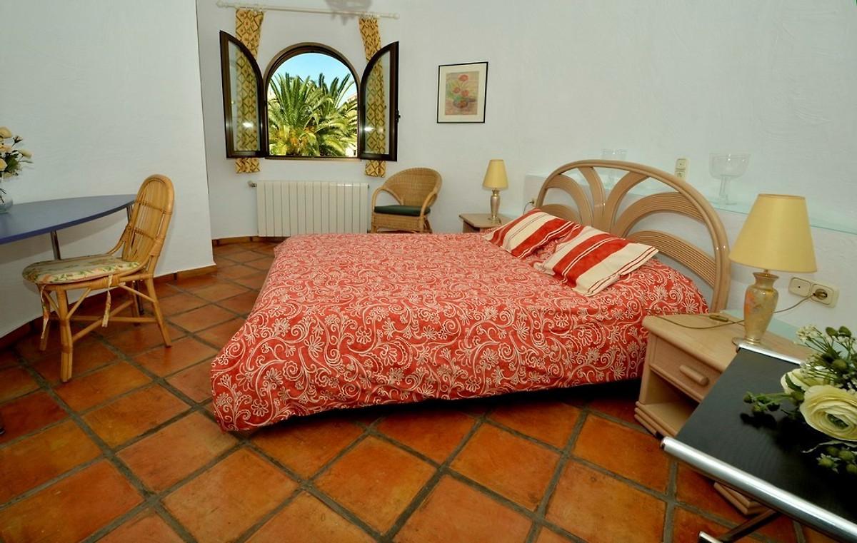 Finca di lusso 150m spiaggia wifi casa vacanze in oliva for Camera da letto principale al piano di sotto