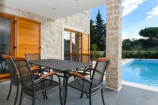 Villa con piscina sull'isola Ugljan