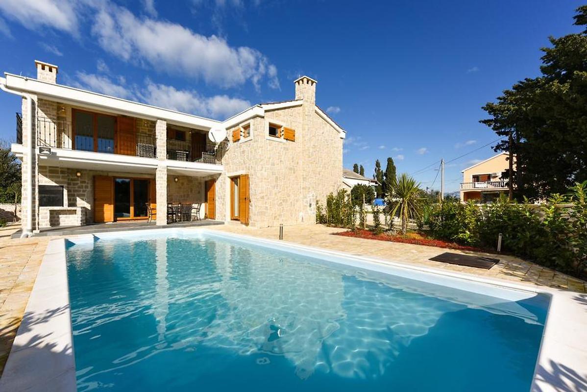 Villa con piscina sull 39 isola ugljan casa vacanze in for Isola gonfiabile piscina