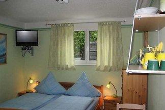 Vierbettzimmer mit Doppelbett und Etagenbett,...