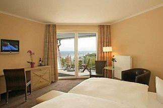 Komfort-Doppelzimmer mit Balkon und Meerblick