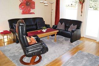 Die komfortable Ferienwohnung ist 57 m² gross und bietet bis zu 2 Personen viel Platz. Das Apartment verfügt über eine gehobene Ausstattung, zum Beispiel ist die Küche u. a.