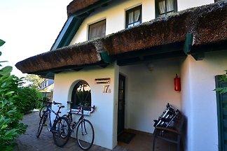17b Kirchhaus 5 Pers. linke Ecke vorne
