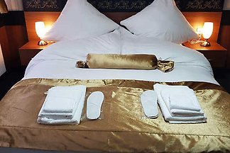 Unser familiengeführtes Hotel wurde liebevoll und aufwendig renoviert und verfügt über eine Vielzahl an freundlich eingerichteten Einzel-, Doppel- ,Dreibettzimmer , Vierbettzimmer...