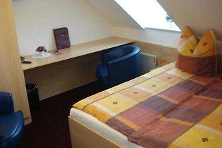 Unser Haus besteht aus einer Gaststätte mit einer grossen Auswahl an deutschen Speisen und Getränken und einem Hotelbereich mit komfortabel eingerichteten Zimmern im 3 Sterne...