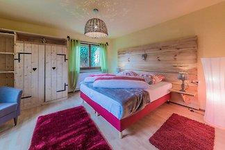 Eine 3 Zimmerwohnung mit 117 qm untergebracht in einer ehemaligen Schreinerei Baujahr ca 1870. Die Wohnung ist stilvoll eingerichtet.
