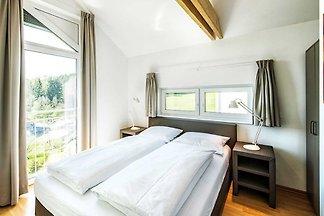 Das Feriendorf liegt am Nordrand der Fränkischen Schweiz zwischen den historischen Städten Bayreuth und Bamberg.