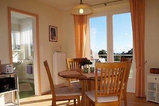 Herzlich willkommen auf dem Ferienhof Hansen! Sie wohnen in einer charmanten, gut ausgestatteten ***Ferienwohnung mit freiem Blick auf Felder, Wiesen und die Ostsee.