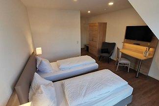 Doppelzimmer im Obergeschoss auch als Einzelz...