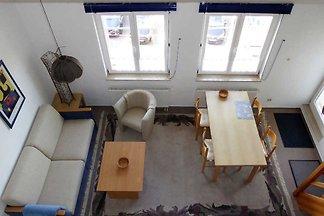 Die gemütlich eingerichtete 2 Raum Wohnung liegt in einem Haus, dass sich harmonisch in die Bebauung der Strandstrasse im Seebäderstil einfügt. Wohnungsbeschreibung:  2.
