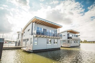 Floating-House Nr. 5 Freya mit Kamin und...