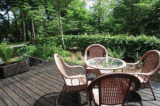 Alleinstehendes Gästehaus in Holzbauweise(60 qm) auf dem Grundstück des Besitzers. Fertigstellung in 2017. Wunderschön in kleiner Waldanlage gelegen.