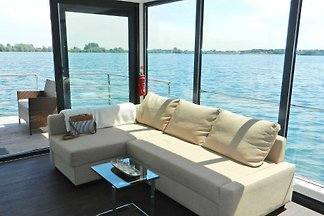 House boat holiday for singles