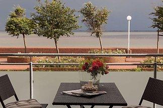 Das Promenadenhaus wurde vor wenigen Jahren fertiggestellt und befindet sich direkt neben der beliebten Gastronomie Le Patron.
