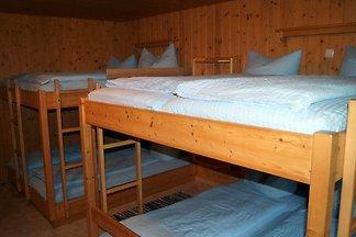 8-Bett Schlafraum mit Etagendusche +...