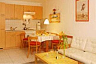 2 -  Raum Wohnung mit Balkon
