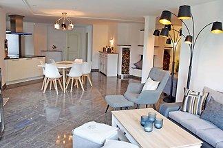 09 grosses Ferienhaus mit Kamin am Hafen in...