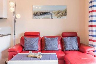 Schöne Ferienwohnung für 4 Personen! Wohnen Sie modern und chic, in einer kleinen Wohnanlage mit 4 Wohneinheiten (Fertigstellung 2012). Ruhige Lage in Hafennähe.