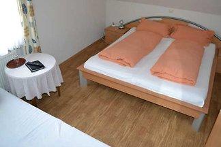 Dreibettzimmer mit WC/ Dusche/Bad