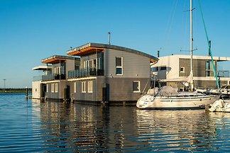 Floating House Triton mit Kamin und Sauna