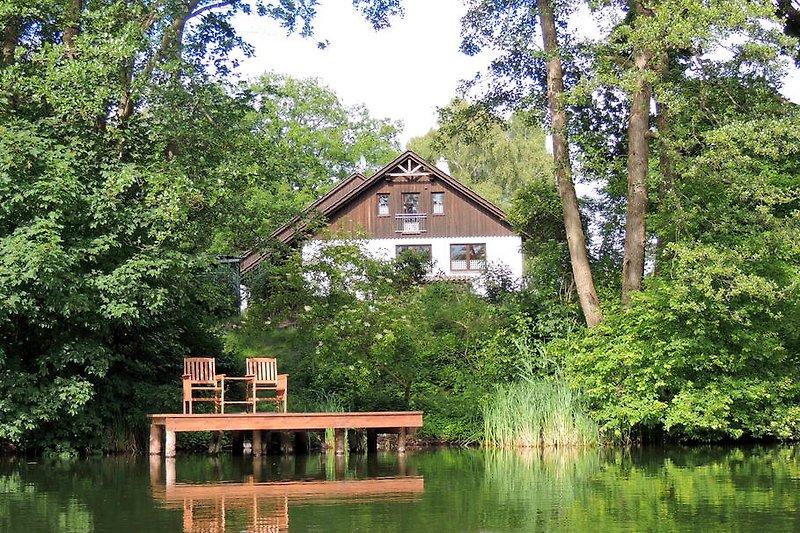 Blick vom Plötzensee auf das Ferienhaus