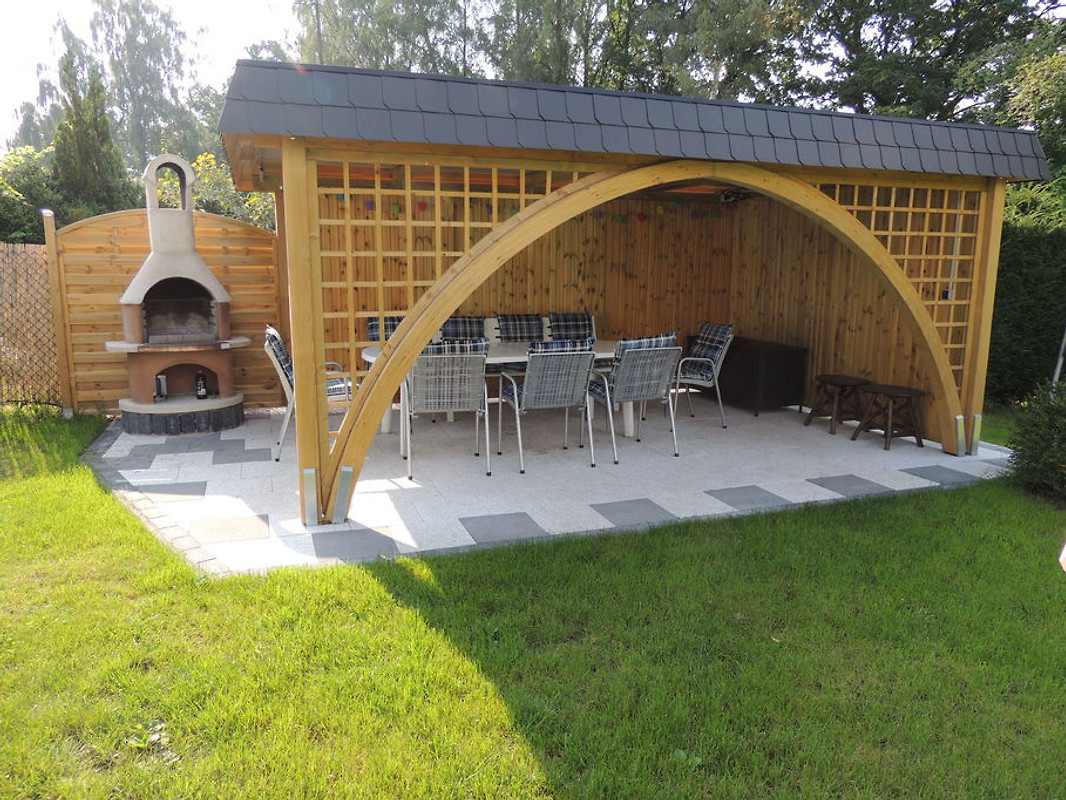 Grillkamin und pavillon