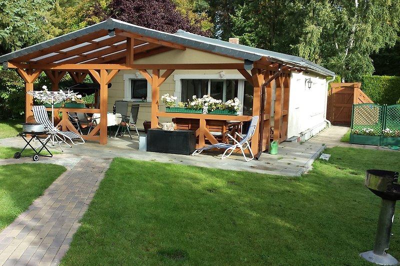 Häuschen mit Terrasse