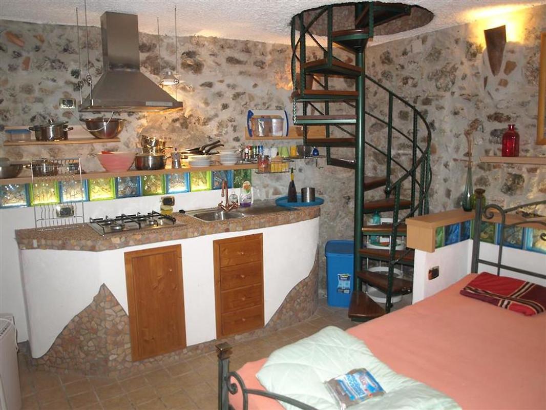 Casa tavernetta casa vacanze in scalea affittare for Costruire una casa sulla spiaggia su palafitte