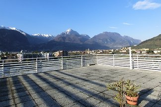 1 BR Aprt. con balcone, terrazza sul tetto