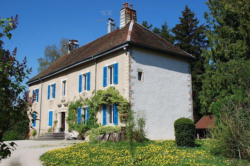 Gite du Chateau maison ancienne  in Les Planches-en-Montagne - Bild 2