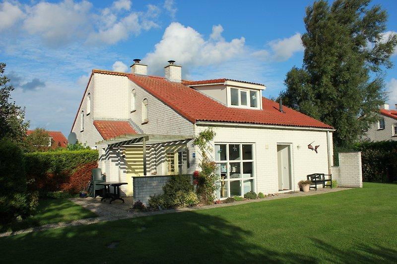 Blick aufs Haus und Terrasse