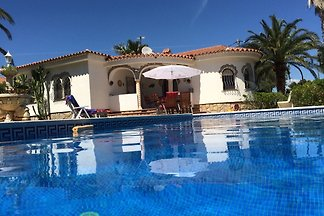 Holiday house with pool Castillano