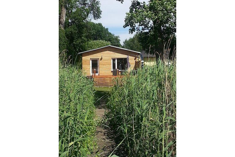 Gartenhaus mit Steg