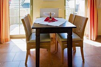 Zentrumsnahe ruhige Lage, WLAN, attraktive Ferienwohnung für 2 Personen in einem 2-Familien Haus mit Süd-Balkon, Mückengitter, persönliche Führung.